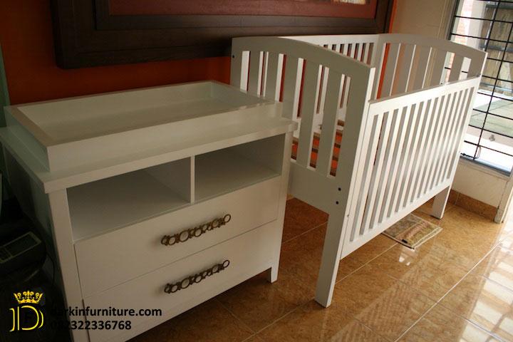 box bayi kayu minimalis